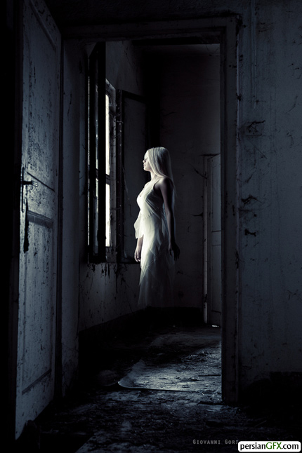 http://img.persiangfx.com/main/gallery/30-ghostly-themed-photographs/ghostly-2.jpg